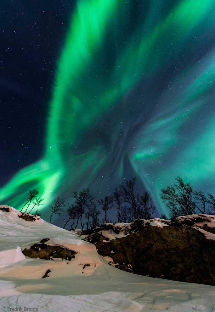"""""""Tempestade Solar"""". Aurora Boreal nos céus ao norte da Noruega. Foto por Fredrik Broms."""
