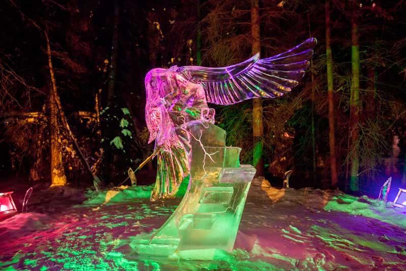 Esculturas com blocos de gelo