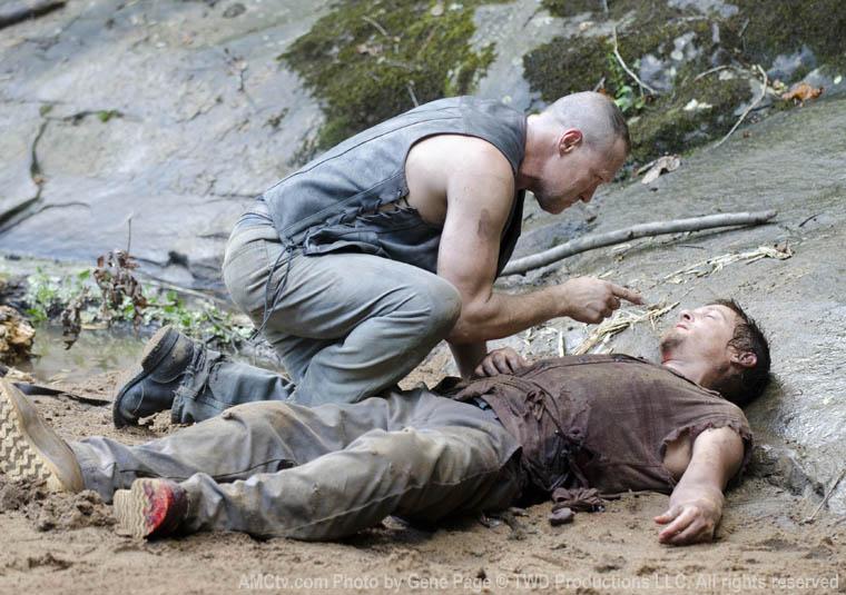 Daryl se acidenta e tem alucinações com Merle, no 5º episódio da 2ª temporada de The Walking Dead.