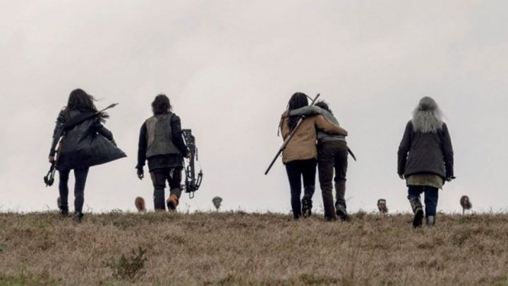 Daryl e Carol sofrem as perdas no Massacre das Estacas, no 15º episódio da 9ª temporada de The Walking Dead.