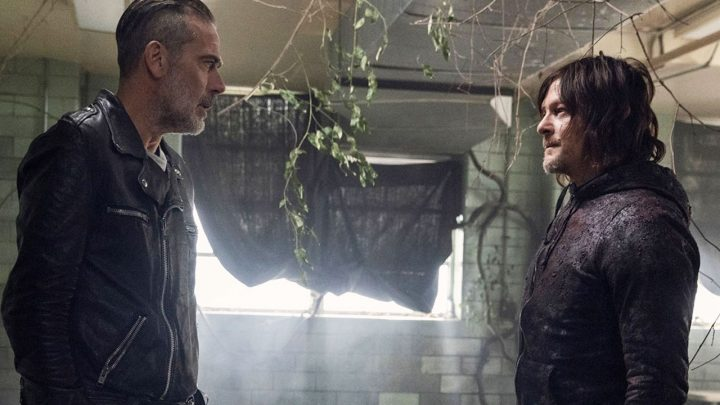 Negan e Daryl se encaram no 16º episódio da 10ª temporada de The Walking Dead.