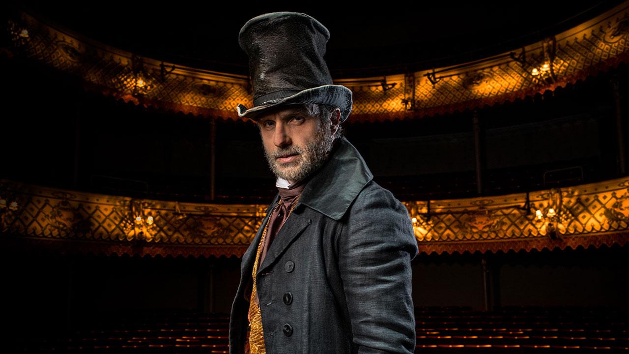 Andrew Lincoln, o Rick em The Walking Dead, caracterizado como Scrooge para a peça online de Um Conto de Natal no Teatro Old Vic, em Londres.