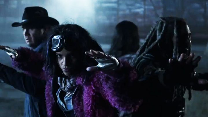 Eugene, Princesa, Ezekiel e Yumiko são cercados pelos soldados de Commonwealth, no trailer dos episódios extras da 10ª temporada de The Walking Dead.