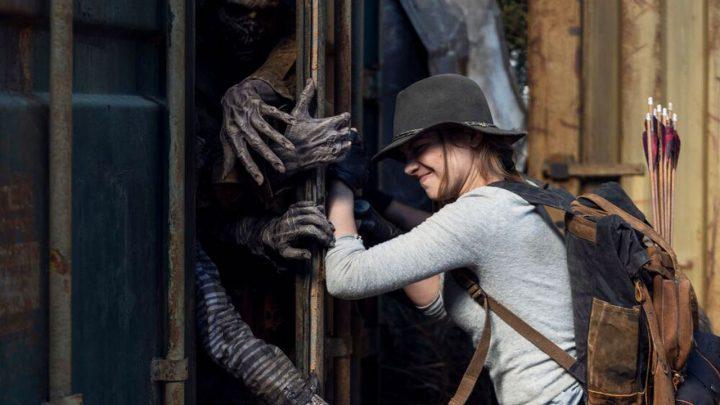 Maggie encara zumbis no 17º episódio da 10ª temporada de The Walking Dead.