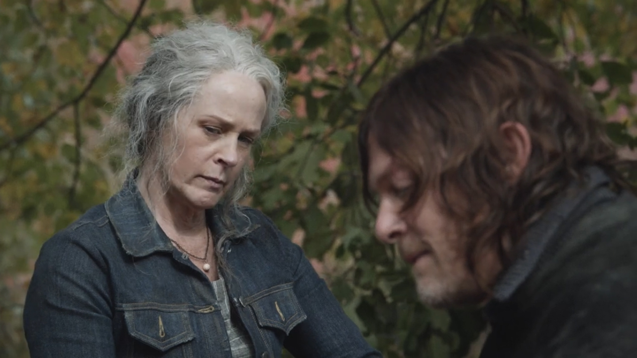 "Carol e Daryl no 18º episódio da 10ª temporada de The Walking Dead (S10E18 - ""Find Me"")."