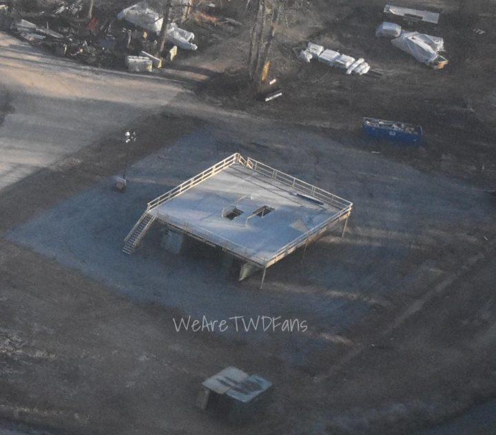 Imagem vazada das gravações da 11ª temporada de The Walking Dead, mostrando uma visão aérea de Hilltop.