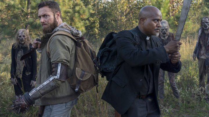 "Aaron e Gabriel enfrentam zumbis no 19º episódio da 10ª temporada de The Walking Dead (S10E19 - ""One More"")."