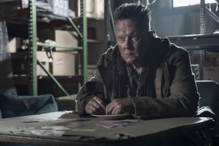 "Mays (Robert Patrick) no 19º episódio da 10ª temporada de The Walking Dead (S10E19 - ""One More"")."