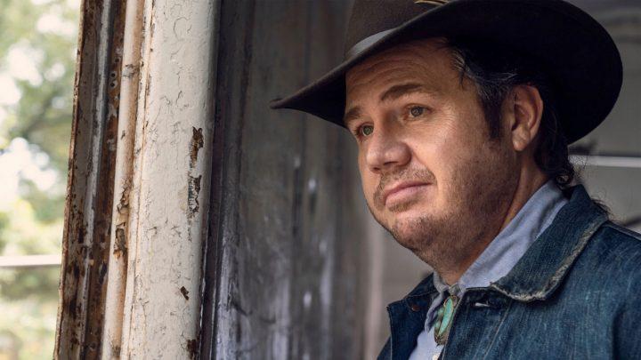 "Eugene no 20º episódio da 10ª temporada de The Walking Dead (S10E20 - ""Splinter"")."