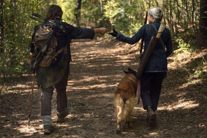 """Daryl, Carol e Cão no 21º episódio da 10ª temporada de The Walking Dead (S10E21 - """"Diverged"""")."""