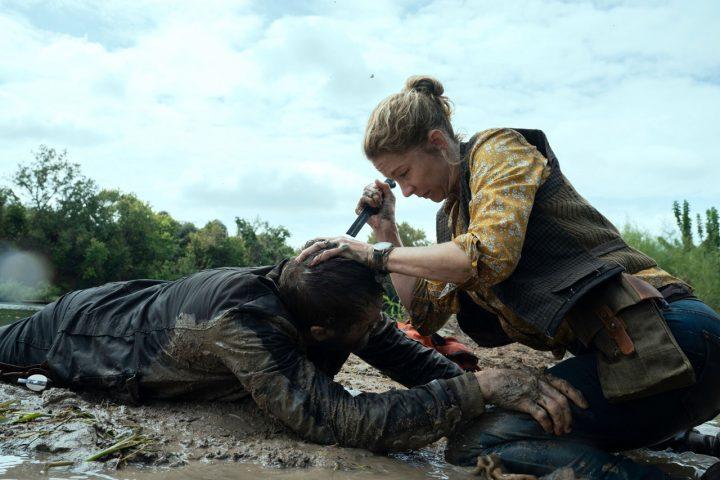 "June finaliza John Dorie zumbi no 8º episódio da 6ª temporada de Fear The Walking Dead (S06E08 - ""The Door"")."