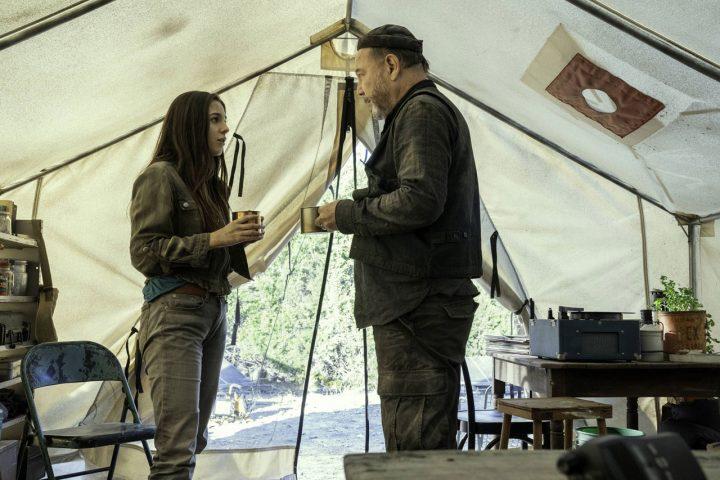"""Charlie e Daniel Salazar no 10º episódio da 6ª temporada de Fear The Walking Dead (S06E10 - """"Handle With Care"""")."""