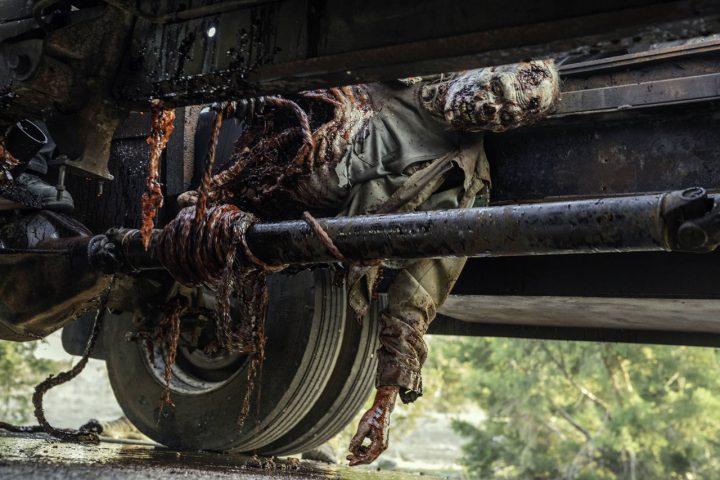 "Zumbi do 13º episódio da 6ª temporada de Fear The Walking Dead (S06E13 - ""J.D."")."