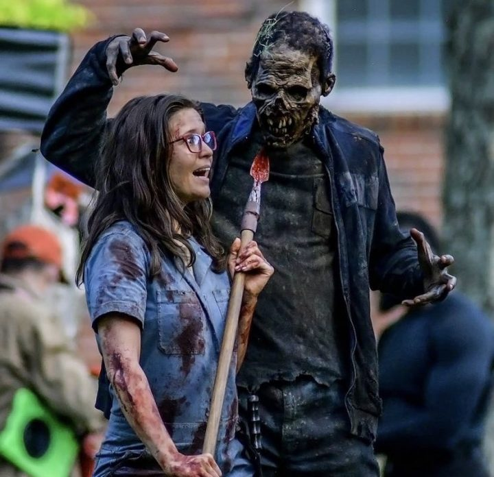 Nova personagem nos bastidores da 11ª temporada de The Walking Dead (foto 1 de 4).