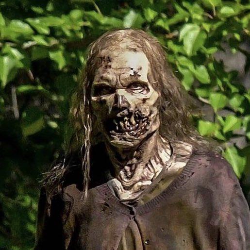 Zumbi nos bastidores da 11ª temporada de The Walking Dead (foto 2 de 4).