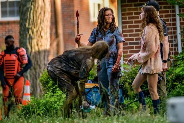 Novas personagens nos bastidores da 11ª temporada de The Walking Dead (foto 4 de 4).