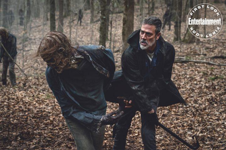 Negan abate um zumbi na 11ª temporada de The Walking Dead.