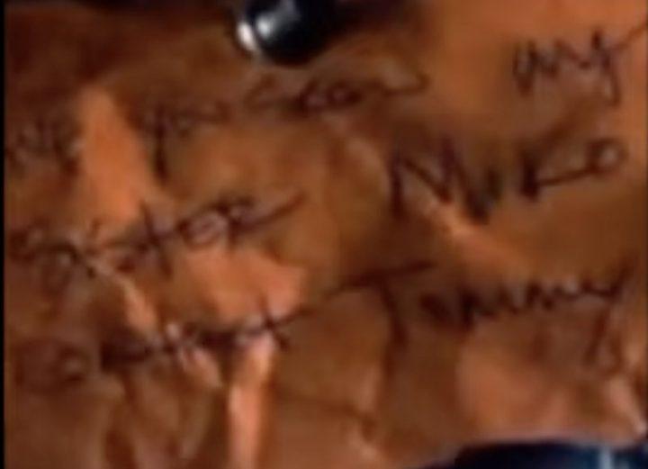 Uma possível mensagem para Yumiko no Mural dos Desaparecidos em Commonwealth, na 11ª temporada de The Walking Dead.